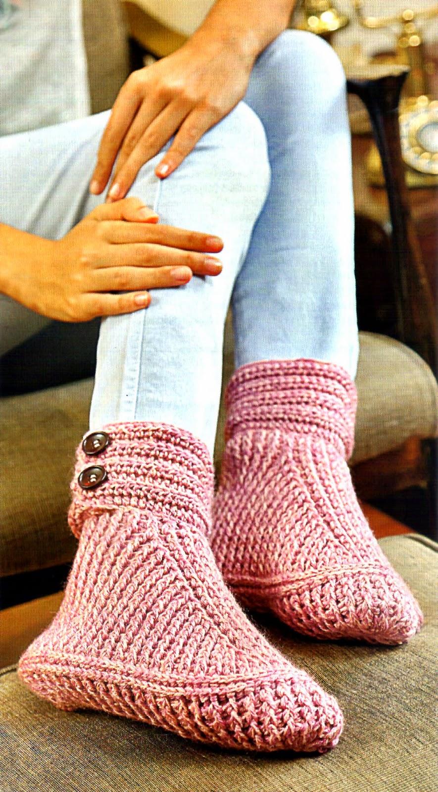 zapato tejido al crochet con botones en el puño