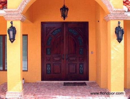 Puerta doble de madera para acceso principal de residencias - Estados Unidos