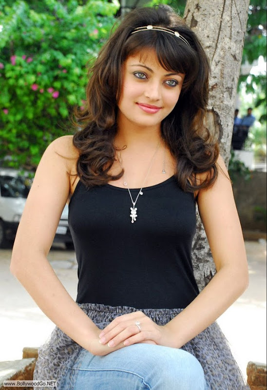 Tollywood Actress Sneha Ullal New Cute Outfit Dress In Photos gallery ...