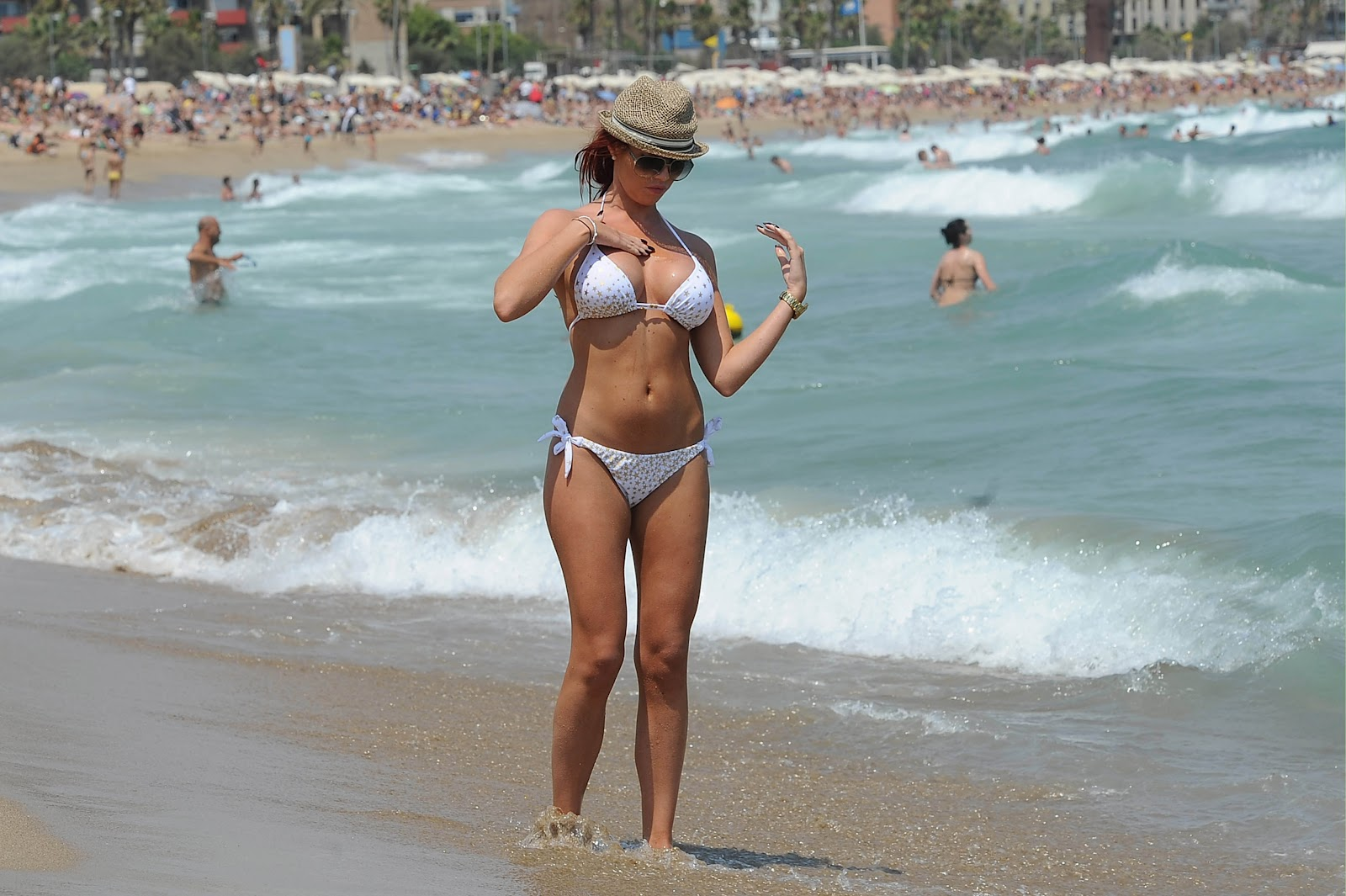Испанский пляж фото девушек