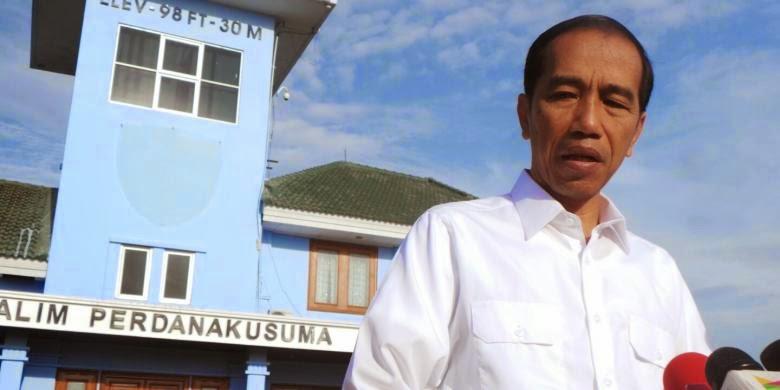 Presiden Joko Widodo saat di Bandara Halim Perdana Kusuma sebelum berangkat menuju longsor di Banjarnegara