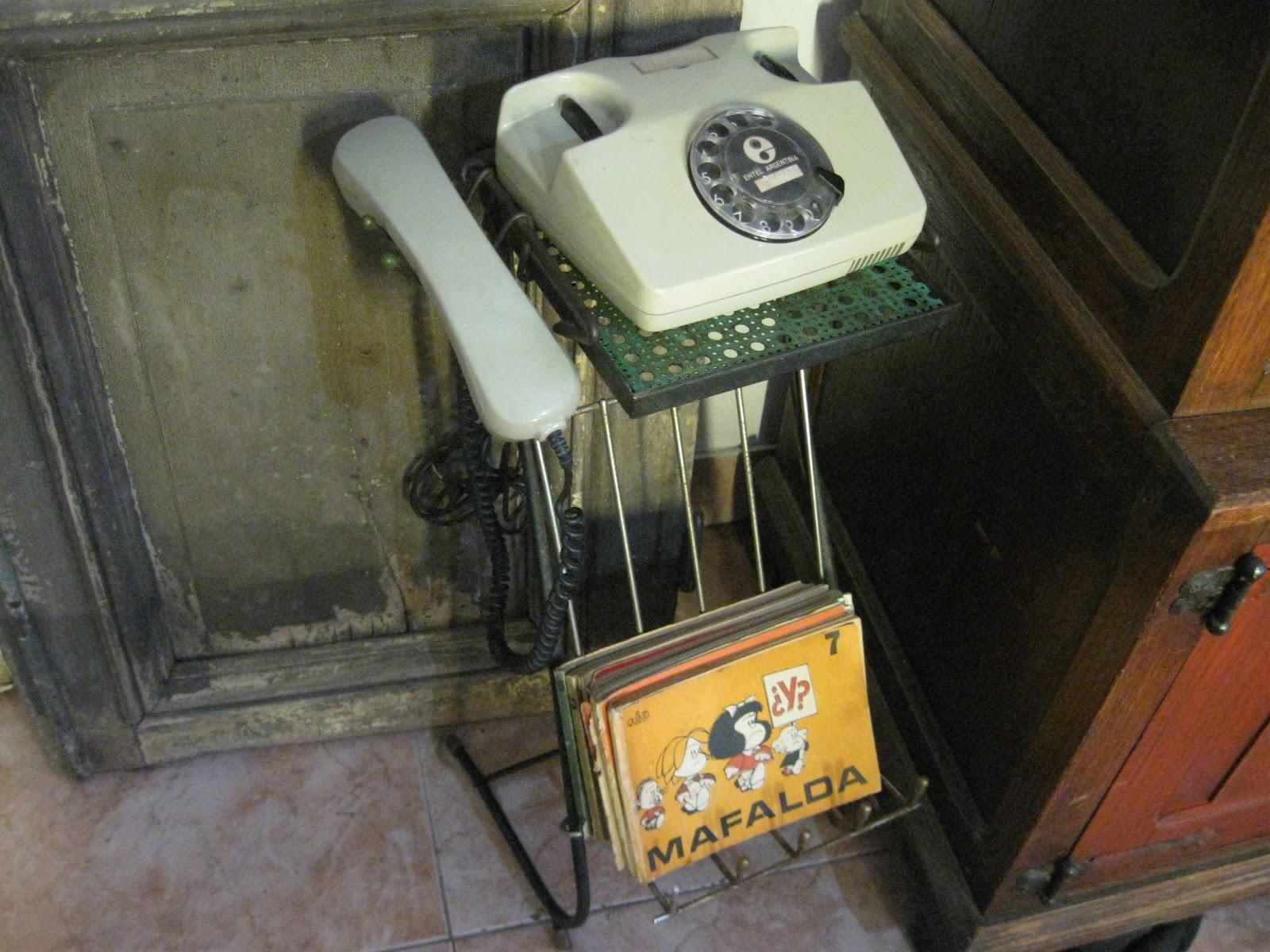 El rescate antiques hermosa mesita de tel fono vintage for Mesita para telefono