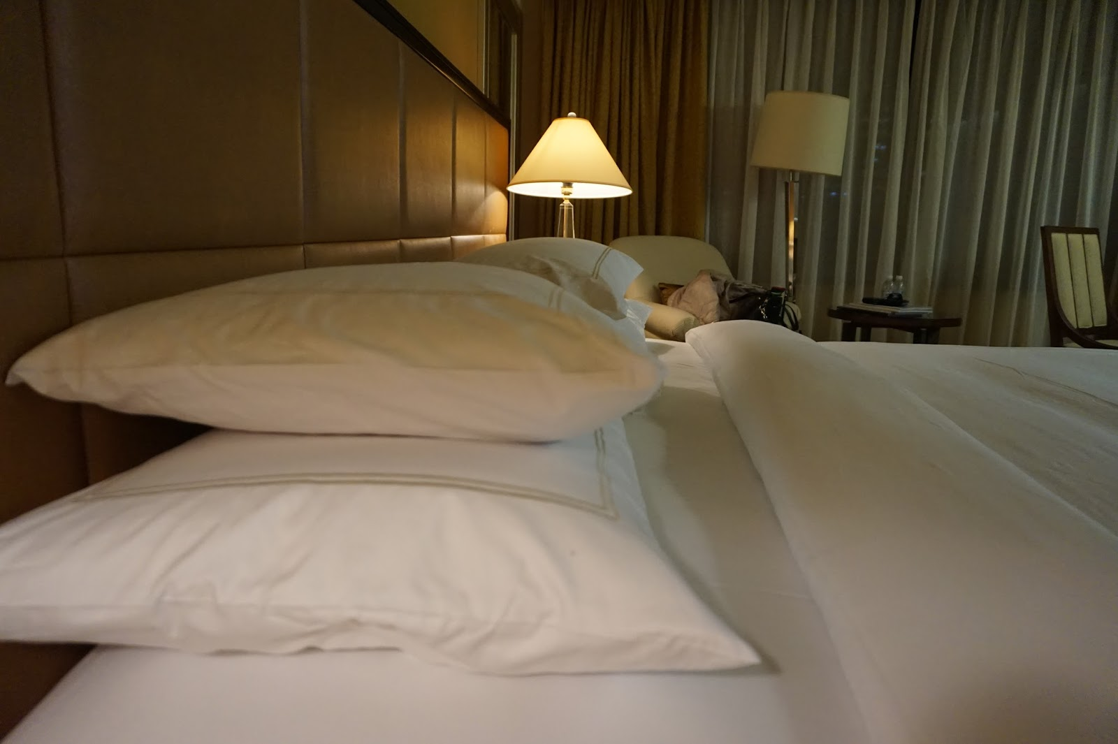 portman ritz-carlton shanghai china prc hotel review deluxe room bedroom