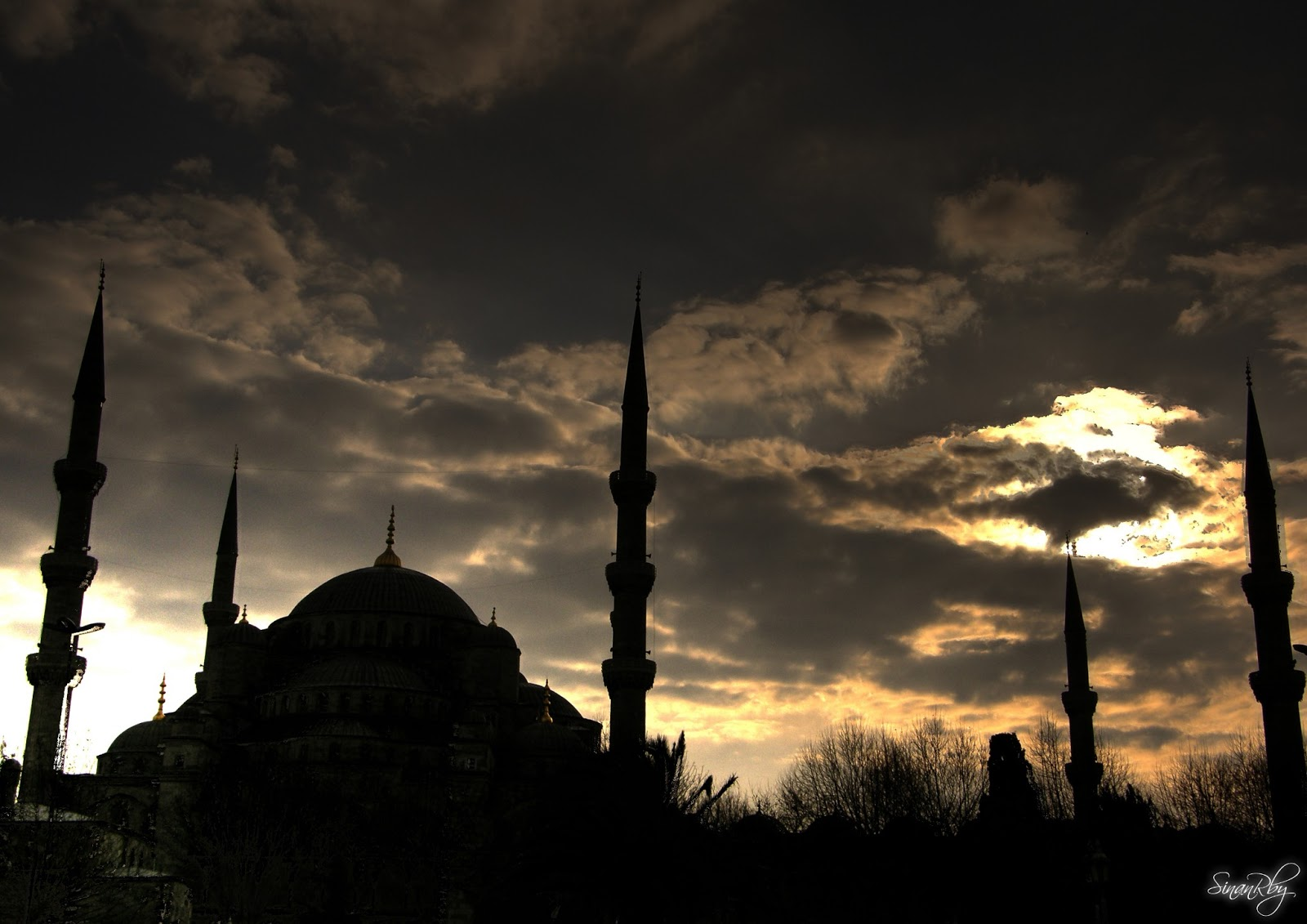 http://3.bp.blogspot.com/-1q2cZZOhJqs/UV6fpy5tr3I/AAAAAAAACnA/M1Q4yCI4y0A/s1600/silhouette_of_the_blue_mosque_by_sinanrby-d39wwn3.jpg