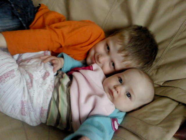 Гордый братик с младшей сестричкой