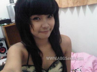 ayam kampus hot telanjang pamer toket dan bokong semok Pic 15 of 35