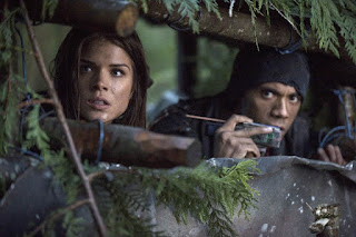 Octavia and Bellamy preparing for Grounder attack