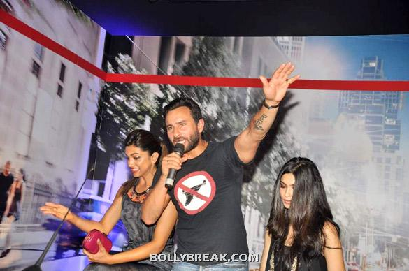 Saif on mic  - (4) -  Deepika, Diana and Saif @ 'Cocktail' party