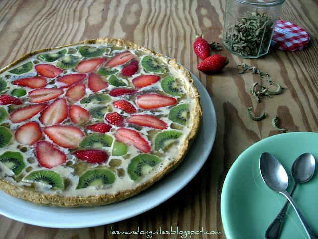 torta alle fragole e kiwi con crema alla vaniglia e limone e gelatina alla stevia e verbena