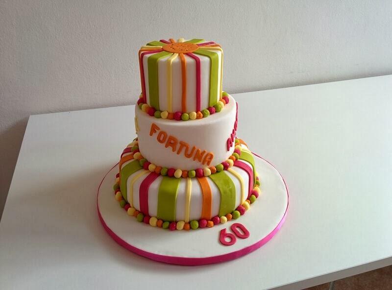 Le torte di lara torta a tre piani per i 60 anni della mamma for Decorazioni per torta 60 anni