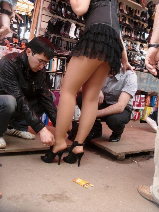 Upskirt или засветы под юбками  Красивые голые девушки