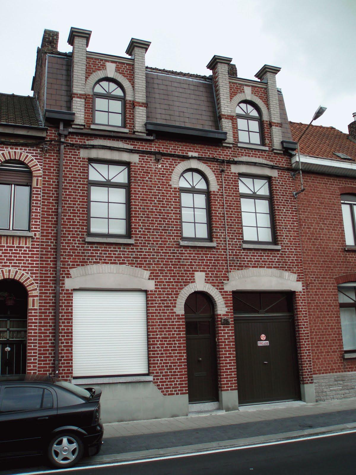 C t pratique belle et grande maison bourgeoise for Garage audi belgique mouscron