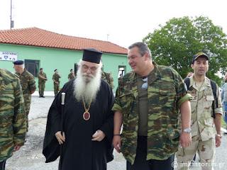 Συνάντηση του Μητροπολίτη Καστοριάς με τον Υπουργό Εθνικής Αμύνης στα ελληνοαλβανικά σύνορα (σειρά φωτογραφιών)