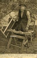 Leopoldist Jean-Pierre Dupont (1821-192?), reeds 105 jaar oud, zorgt nog zelf voor zijn eigen houtvoorraad.