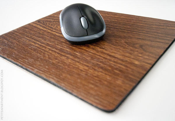diy faux wood grain mouse pad - Petite Apartment