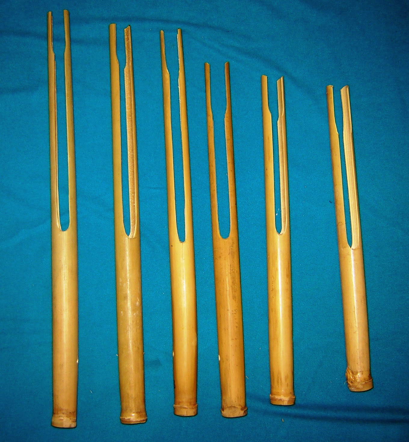 musical instrument and tonga Music of tonga refers to music derived from the island tonga in the islands of polynesia  tongan music can be either very emotional and somewhat modern with instrumental makeup including modern brass instruments, or conversely can be very primitive and consist of only drums and voices.