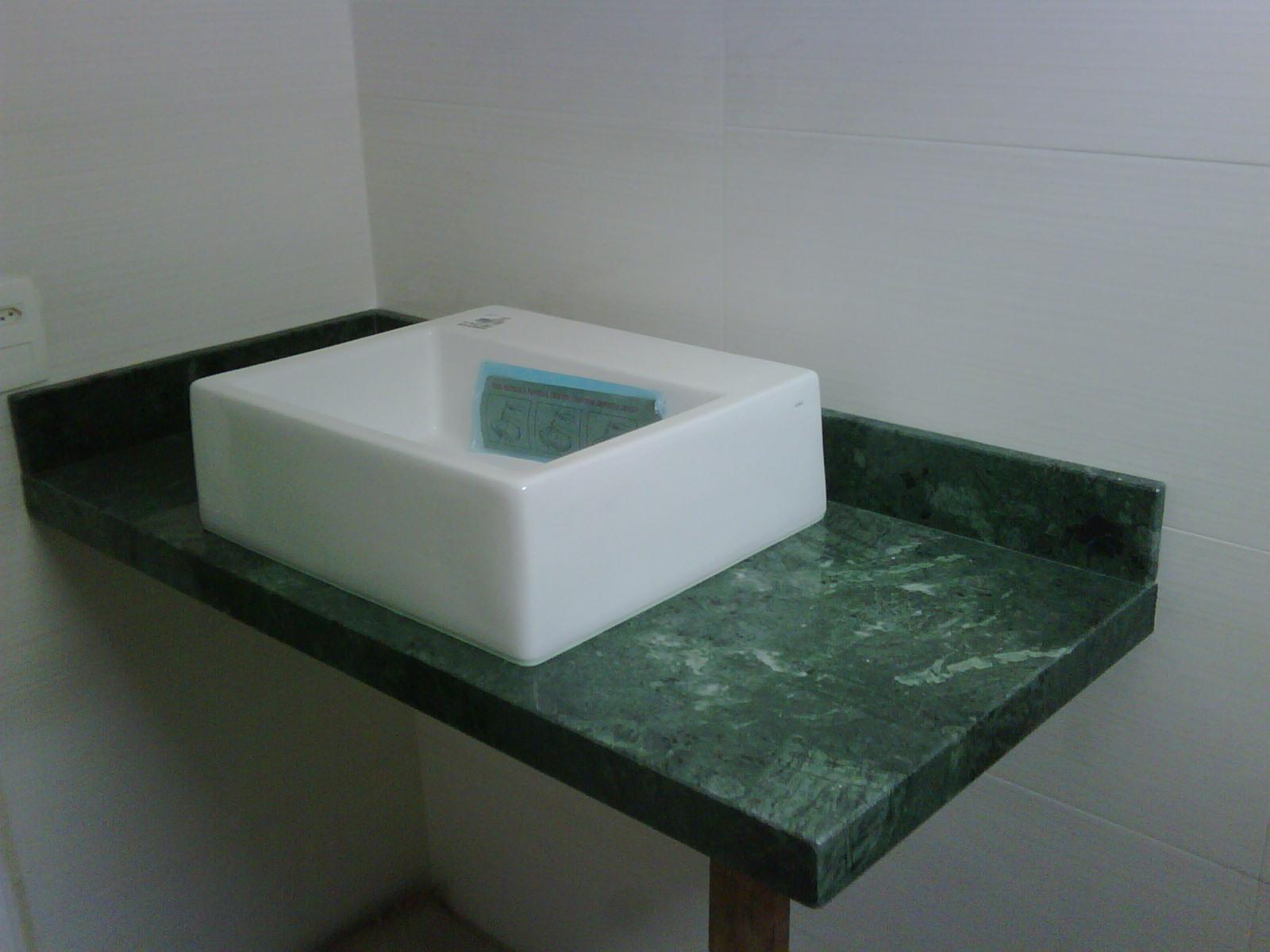 : Bancada de banheiro em mármore verde alpi com cuba de apoio deca #455B4F 1600x1200 Bancada De Banheiro Em Marmore