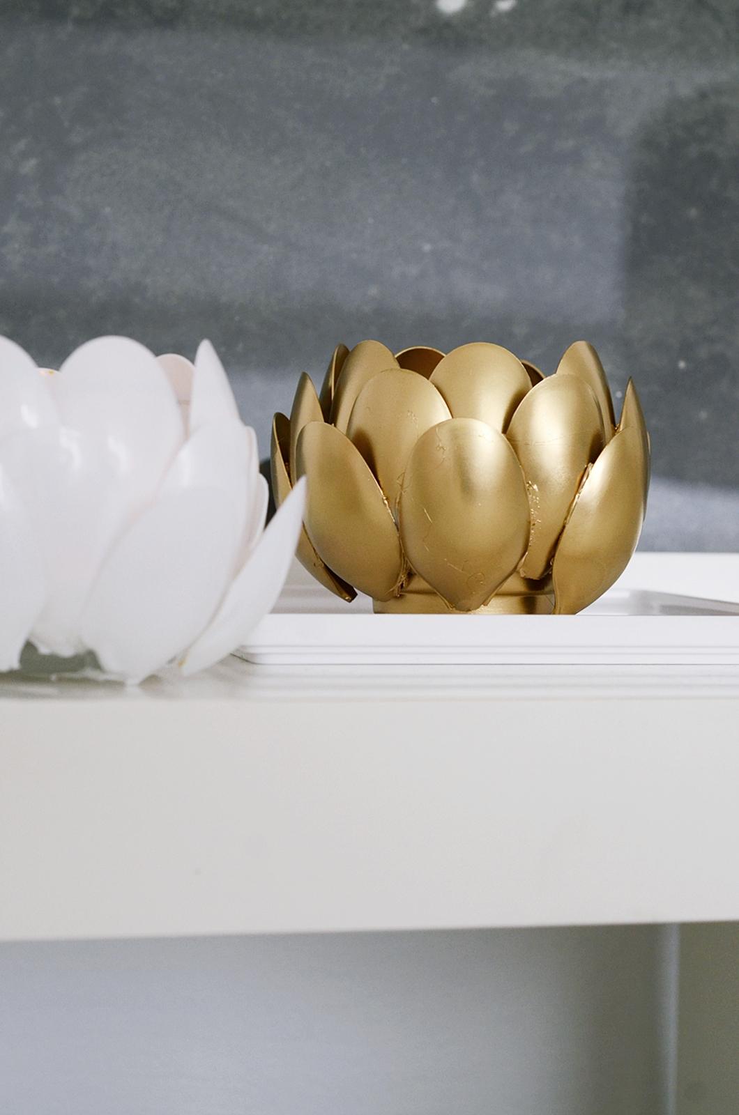nachmachtipp seerosen teelichthalter aus plastikl ffel sinnenrausch der kreative diy. Black Bedroom Furniture Sets. Home Design Ideas