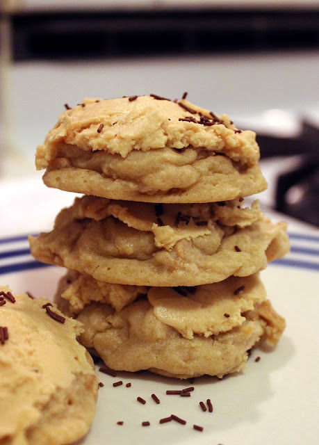 Lofthouse-Style Peanut Butter Chip Cookies with Peanut Butter Frosting by freshfromthe.com