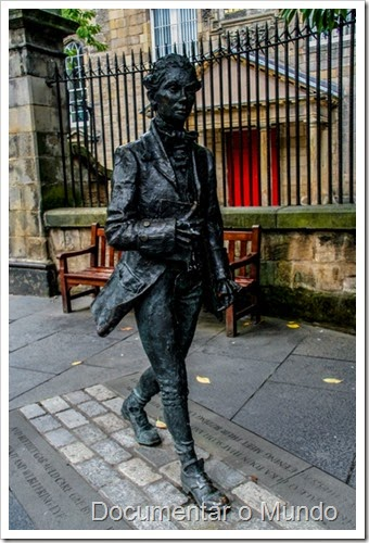 Robert Fergusson; Canongate Kirk; Royal Mile; Edimburgo