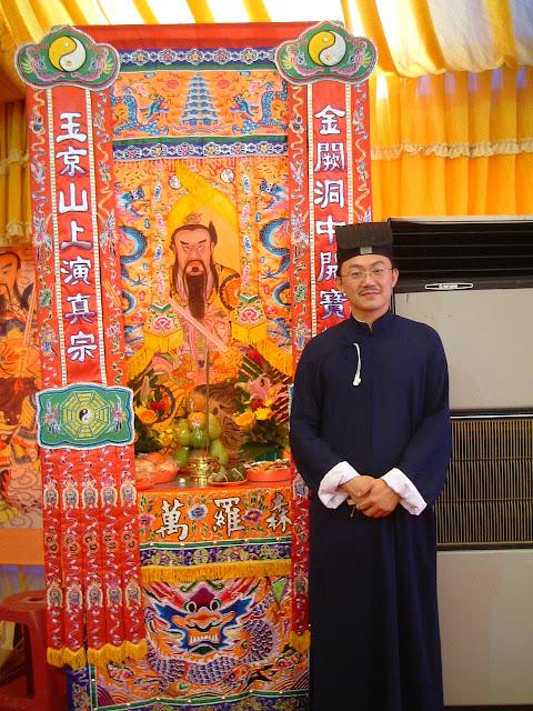 เตียวหยี่เจียง (Zhang Yi Jiang ,張意將) เป็นเตียวเทียนซือ รุ่นที่ 65