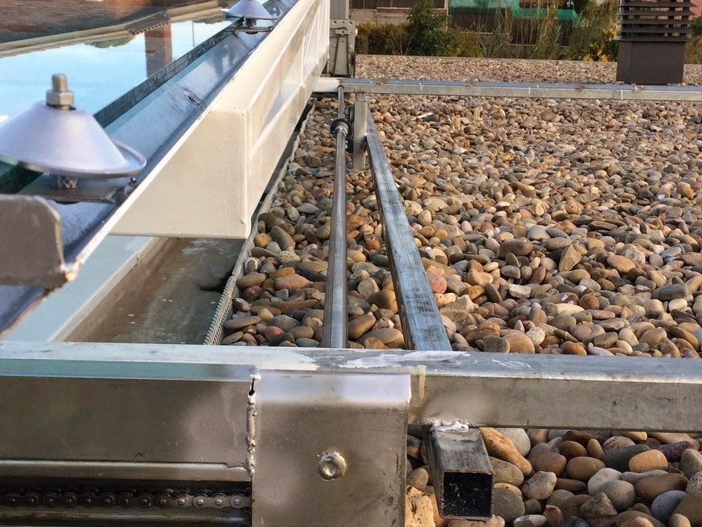 Transmisión de lado a lado con barras y apoyos reforzados.