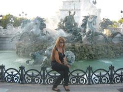 Cassandra Fontoura==Correspondente Internacional