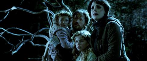 Annabel, Lucas, children Mama 2013 movieloversreview.blogspot.com