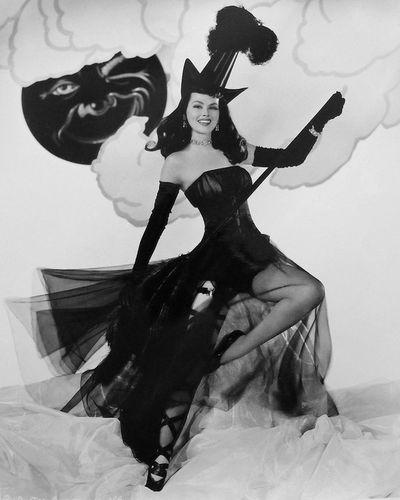 Vintage Hollywood Halloween Rule 5