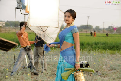 Trisha Hot Saree Wallpapers