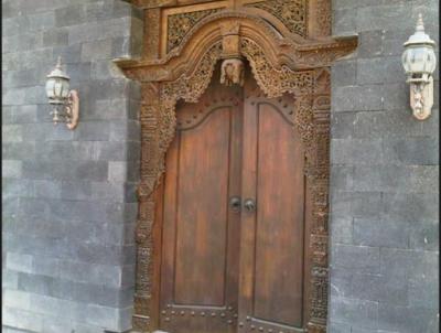 model pintu utama rumah klasik