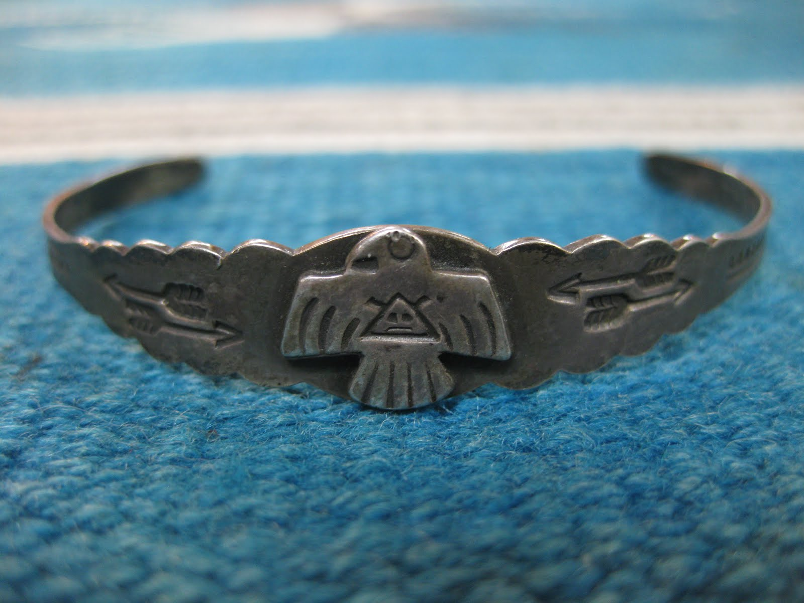 30's~40's NAVAJO                 「THUNDERBIRD etc.」                 COIN SILVER BANGLE