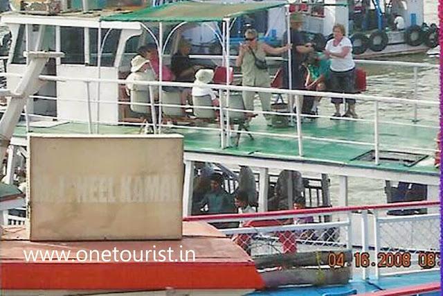 boat to elephanta caves
