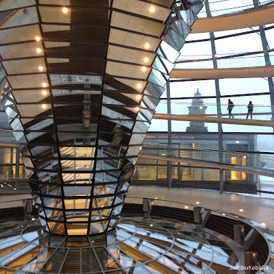 Jalan-Jalan di Berlin, Jerman-14 inside glass dome reichstag building