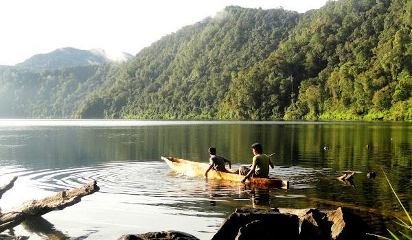 Danau Gunung Tujuh, Kerinci, Jambi (Gambar 2). ZonaAero