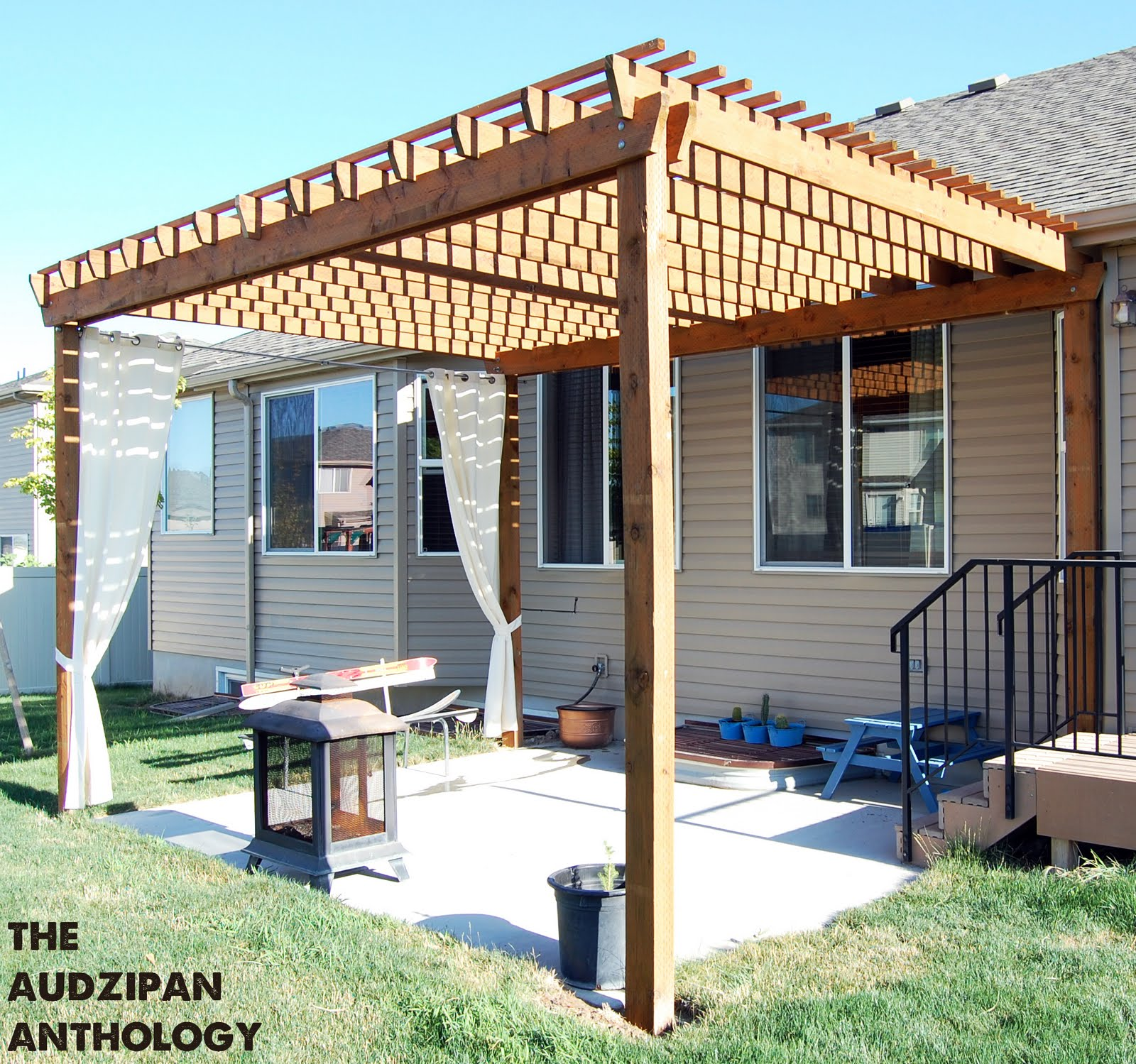 Backyard Pergola Designs : Backyard Pergola