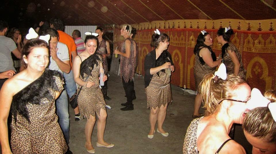 Despedidas de solteros en la aldea cavernícola en Leiro (Ourense)