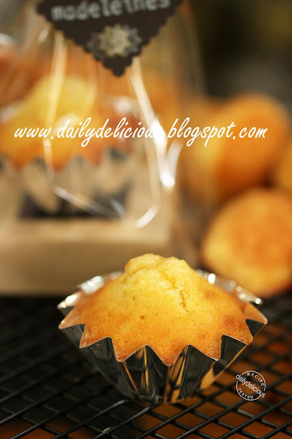 ... : Wild Honey and vanilla Madeleines: Best treat for my lazy afternoon