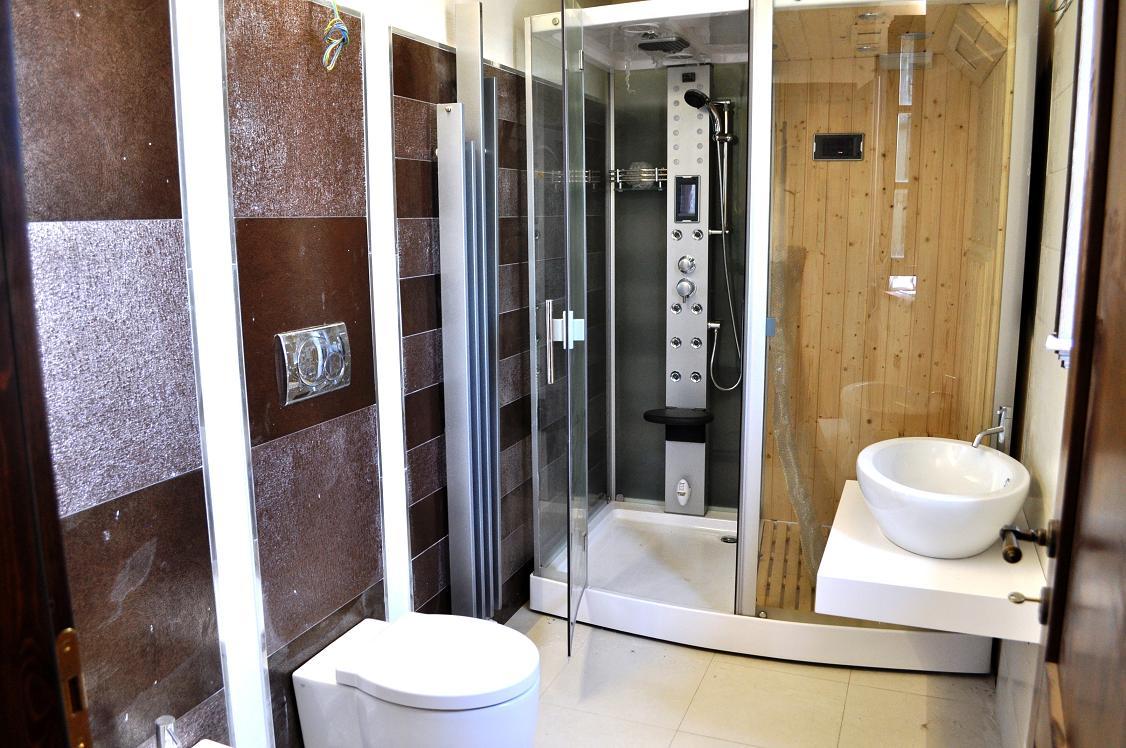Casa Colonica in Toscana: doccia con sauna ad infrarossi