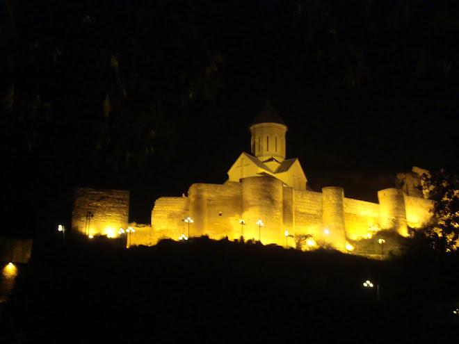 Osmanlıdan kalma Kale, İçerisine  sonradan büyük bir kilise yapılmış..