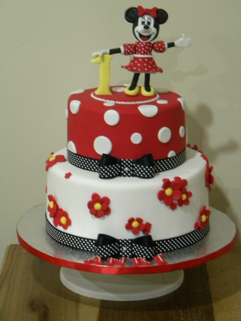 Bite Me Cupcakes And Wrappers Minnie Mouse Birthday Cake