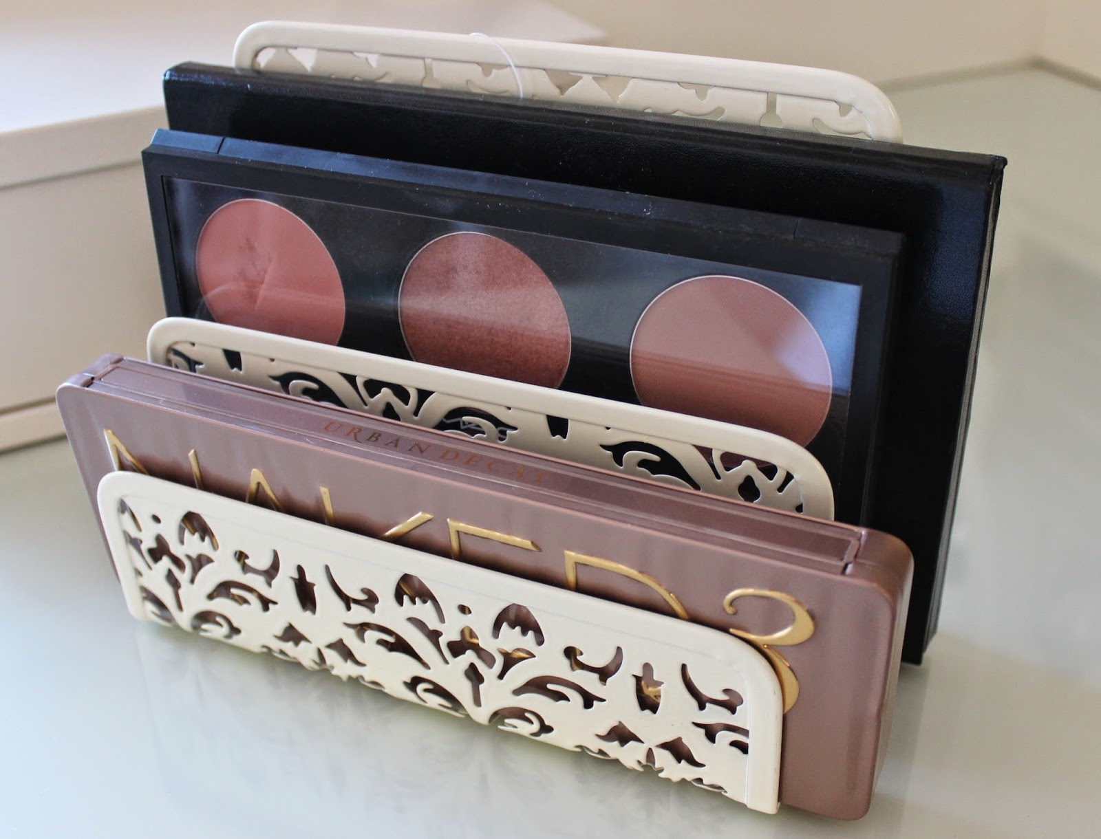 BEAUTY & LE CHIC: Make up Palette Storage