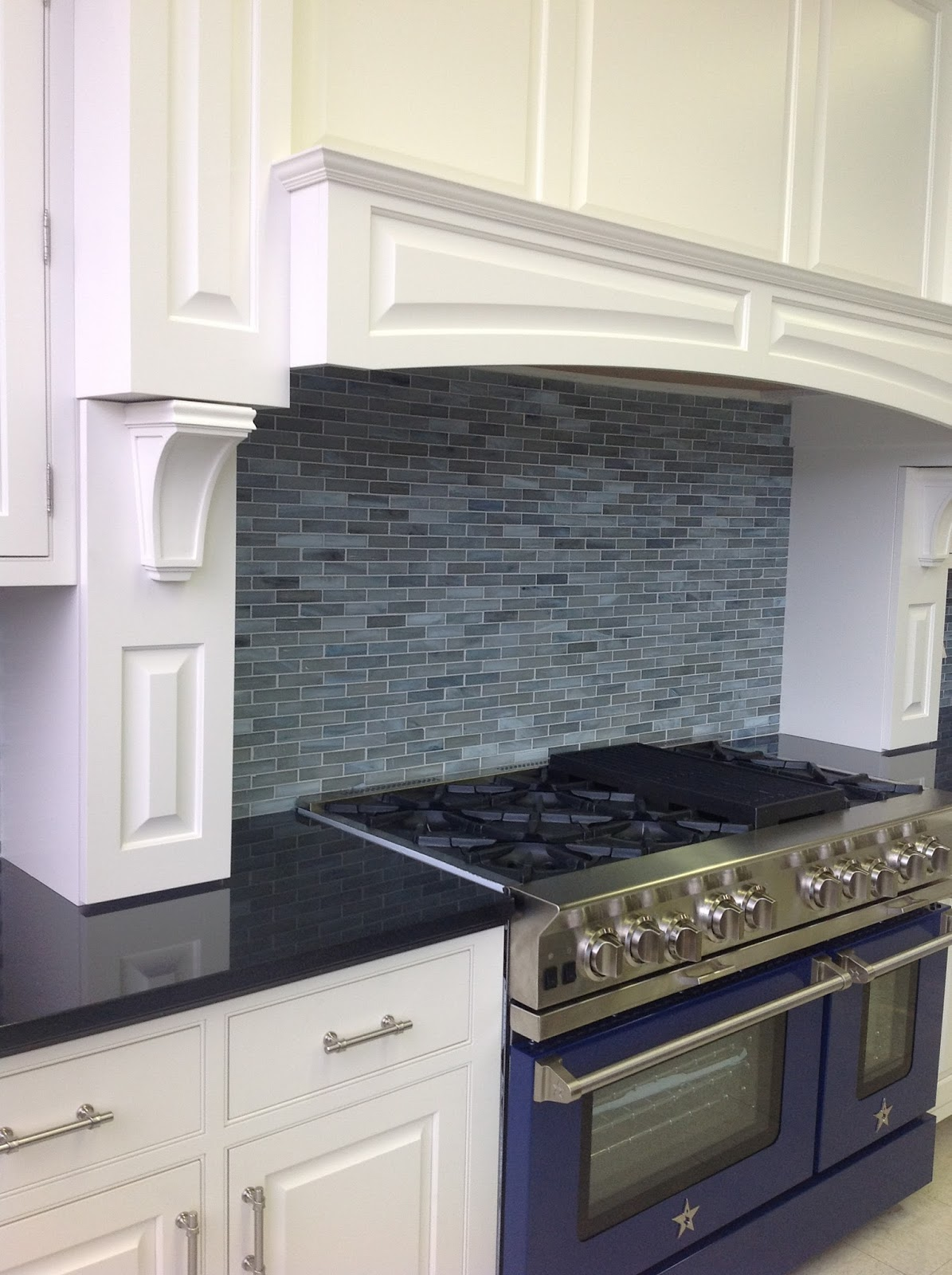 kitchen cabinets stained glass tile backsplash bluestar range
