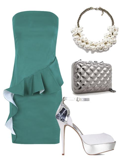 look de boda vestido esmeralda y zapatos plata