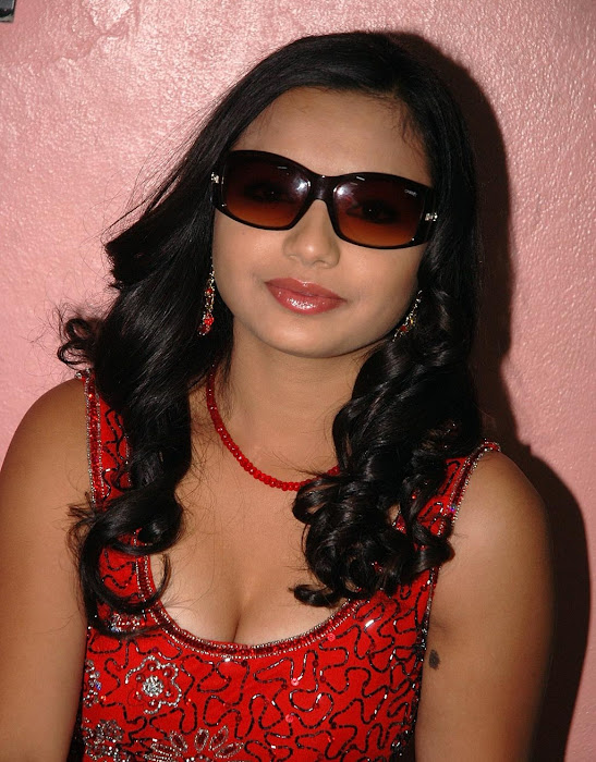 yamini in red dress glamour  images