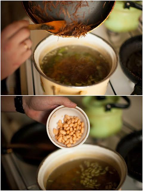лапша и фасоль в овощном бульоне