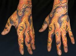 Tato warna juga ga banyak yang dipasang di tangan , seperti gambar ...