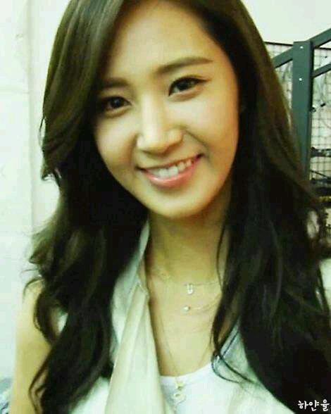 picture snsds yuri unveiled a new pretty selca daily
