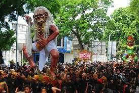 http://roniardy.blogspot.com/2015/03/3-perayaan-religi-termeriah-di-lombok.html