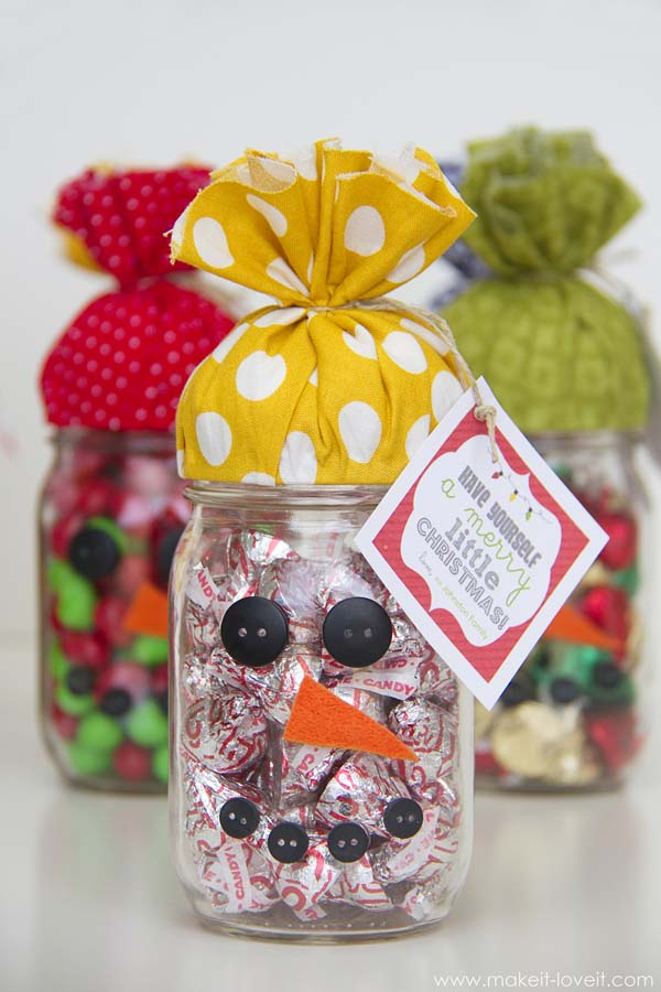 http://www.makeit-loveit.com/2013/12/neighborteacherfriend-gift-snowman-candy-jar-plus-free-printable.html#respond
